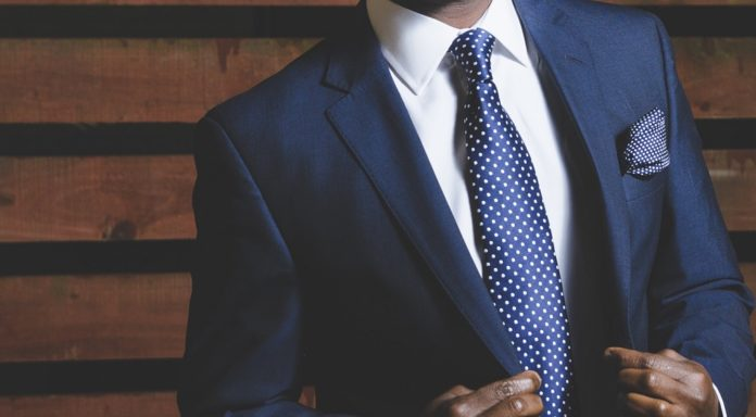This infographic gives detailed analysis on what to wear to business meetings and why it matters.