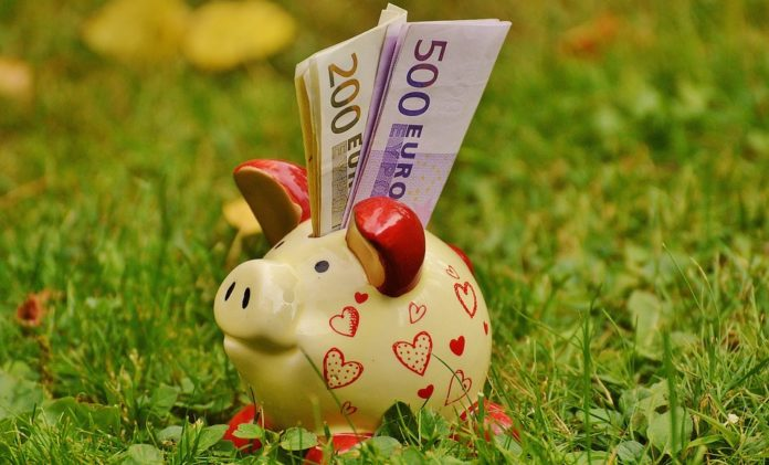Sometimes the hardest thing about saving money is just getting started. It can be difficult to figure out simple ways to save money and how to use your savings to pursue your financial goals. This step-by-step guide can help you develop a realistic savings plan.