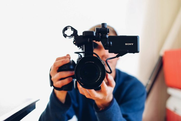 looking to Improve your videography? I've got a list of 5 sites you can take videography training online free. This is a quick list with all the information you need.