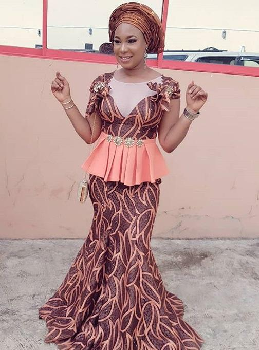 Aso ebi Lace skirt and blouse Nigerian native attire styles2018