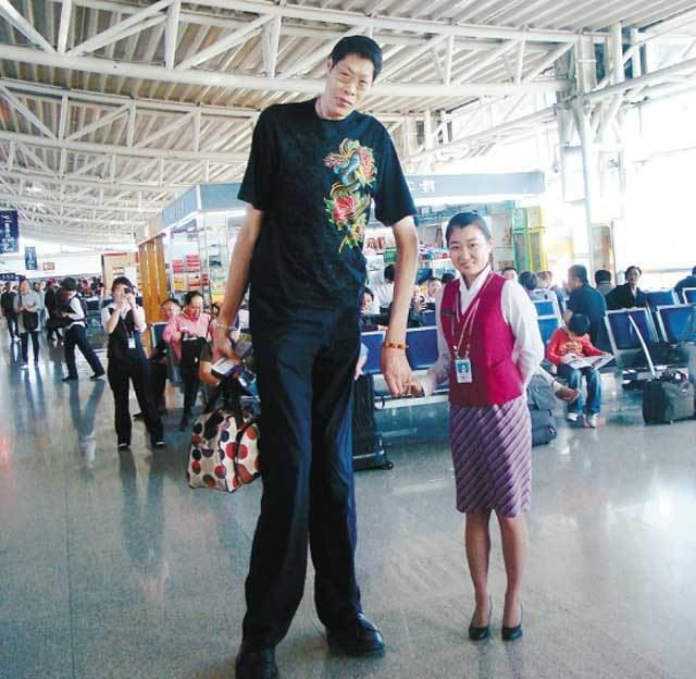 (Top 10) The Tallest Man In The World 2019 Alive - Oasdom