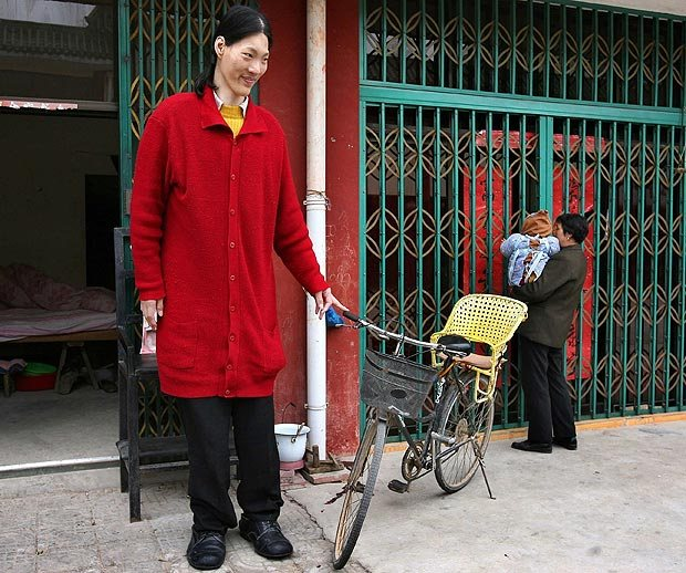Tallest woman in the world living - Sun Fang