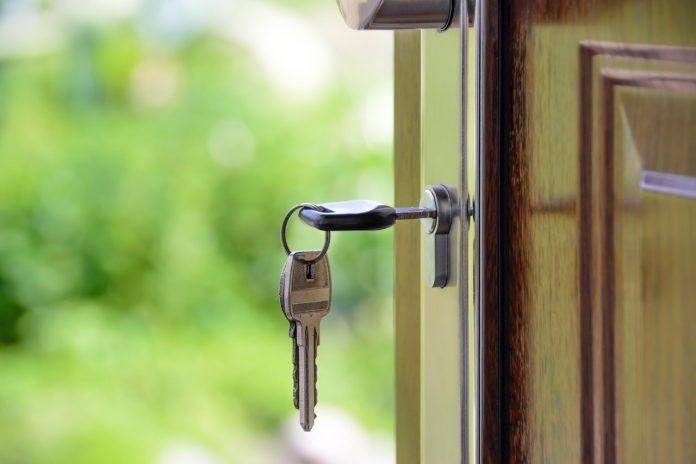 Tips for buying door hardware
