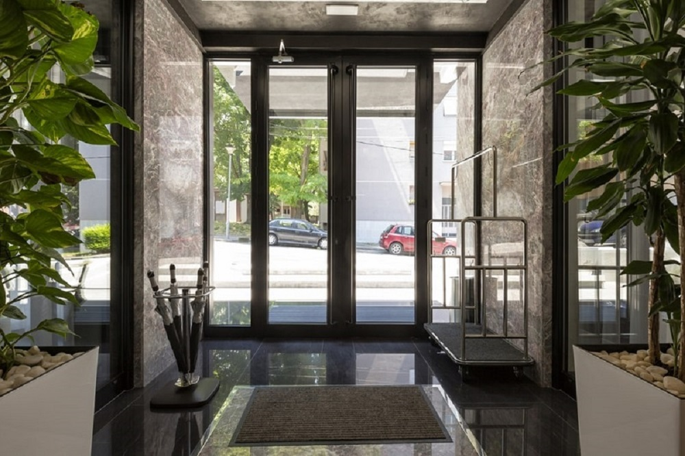 Tips to maintain aluminium storefront doors neatly